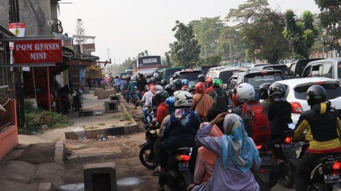 Macet di Nagreg, Kendaraan Mengular Hingga Jalan Raya Bandung-Garut