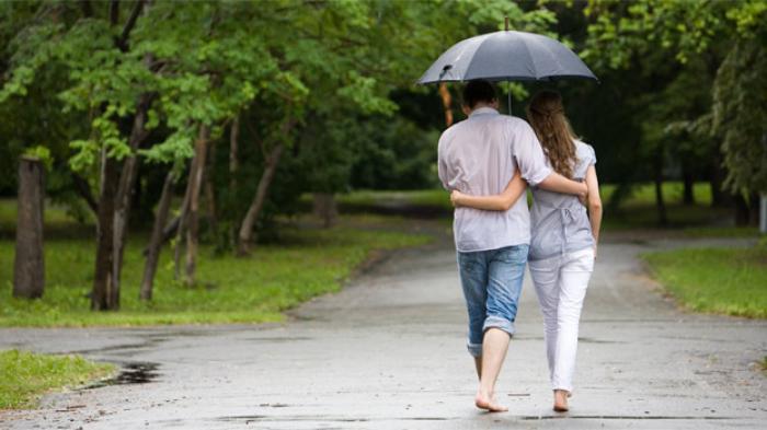 Hindari Tempat Ini Saat Kamu Ngedate Di Musim Hujan Tribun Jabar