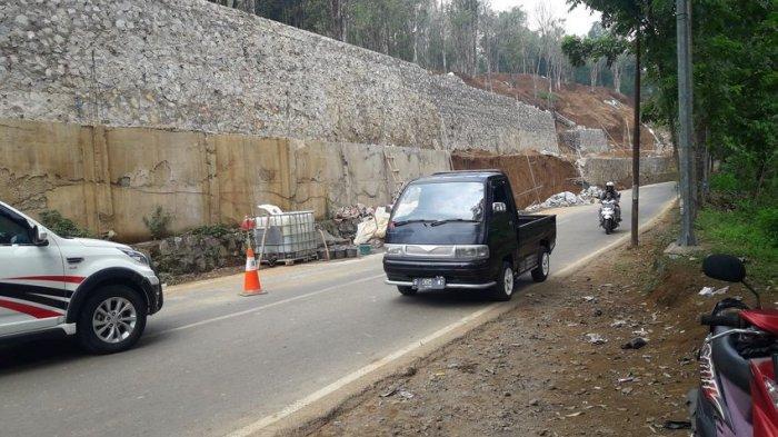 Pascalongsor Kendaraan Terpaksa Merayap di Jalan Penghubung Purwakarta-Subang