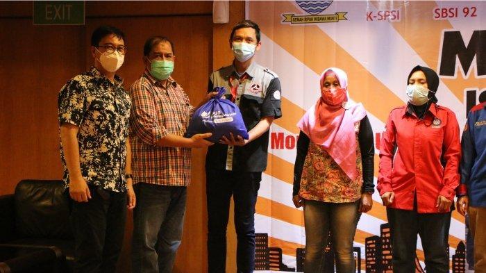 Peringati May Day 2021, BPJAMSOSTEK Bandung dan Disnaker sinergi Salurkan Paket Sembako