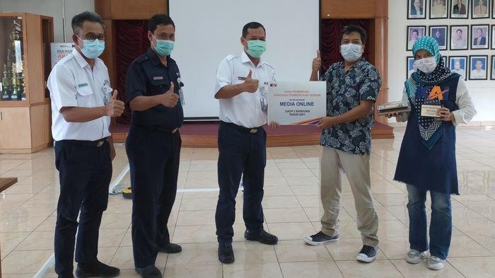 TribunJabar.id Mendapatkan Penghargaan sebagai Media Daring Terbaik dari PT KAI Daop 2 Bandung