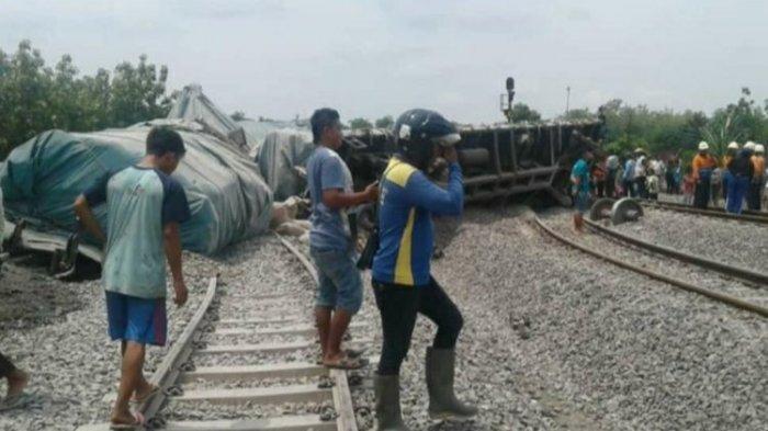 Tergelincir Keluar Rel, Kereta Api Pengangkut Semen Anjlok di Blora, 10 Gerbong Terguling