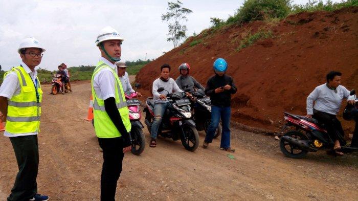 Warga Dilarang Melewati Proyek Kereta Cepat, Petugas Kementerian BUMN Larang Wartawan Meliput