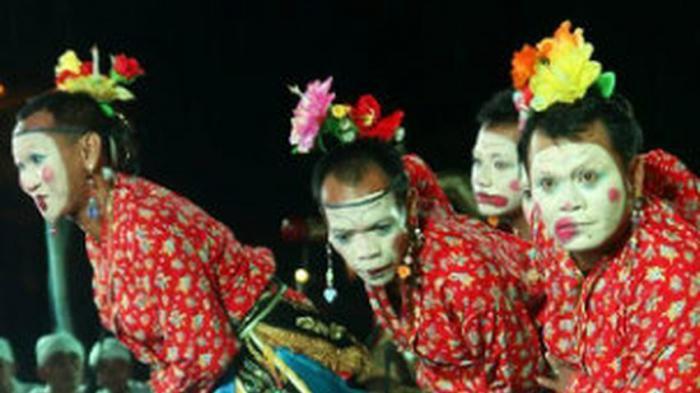Yuk, Nonton Kesenian Tradisional Cirebon di Gua Sunyaragi!