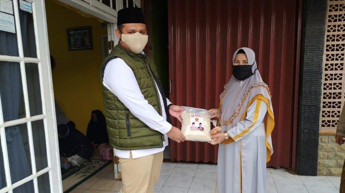 Dua Hari Penerapan Denda Masker, Ketua Dewan Ingatkan Ibu-ibu Pengajian Sambil Memberi Sembako