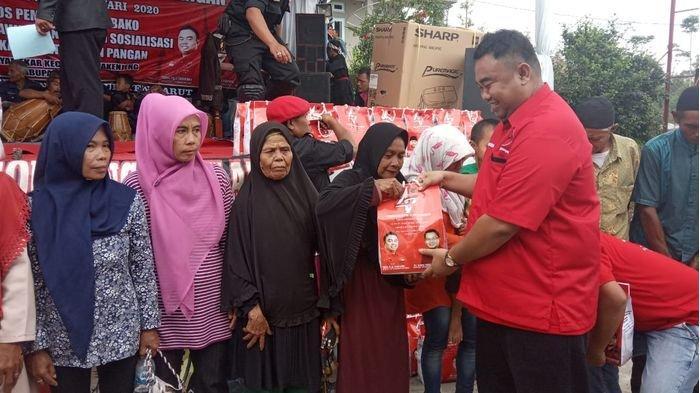 Jadi Desa Rawan Pangan di Garut, Kades Jayamekar Baru Tahu Saat DPC PDI-P Gelar Bakti Sosial