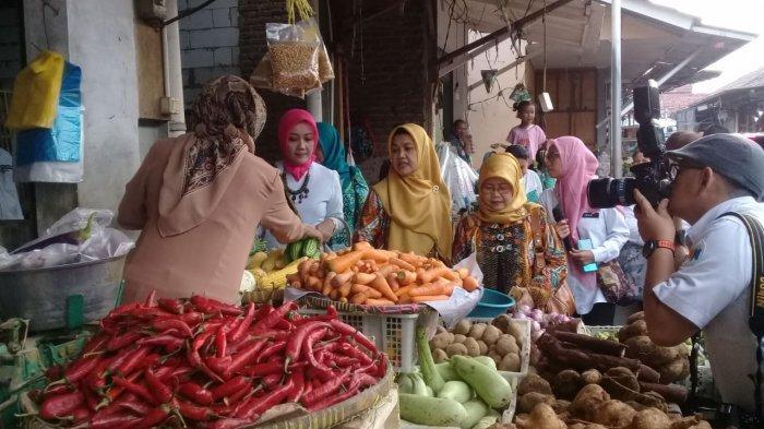 Pedagang di Pasar Bangkir Indramayu Mengadu ke Atalia Ridwan Kamil Soal Gempuran Pasar Modern