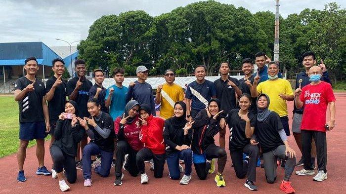 Ketua Umum TI Jabar Beri Motivasi dan Tantang Atlet Pelatda PON Lari Keliling Lintasan 12 Kali