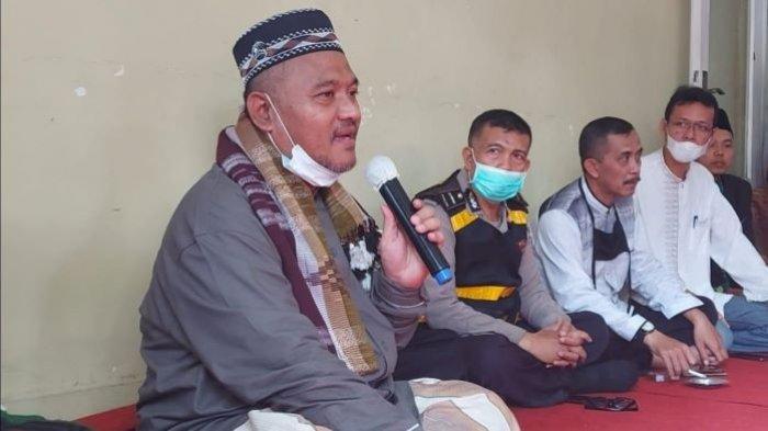 Ketua MUI Tak Kuasa Menahan Tangis Saat 9 Warga yang Diduga Ikuti Aliran Sesat Ucapkan Syahadat