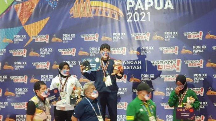 Kharisma Tantri Herlina, mendapat medali emas di cabang olahraga gulat di PON XX 2021 Papua.
