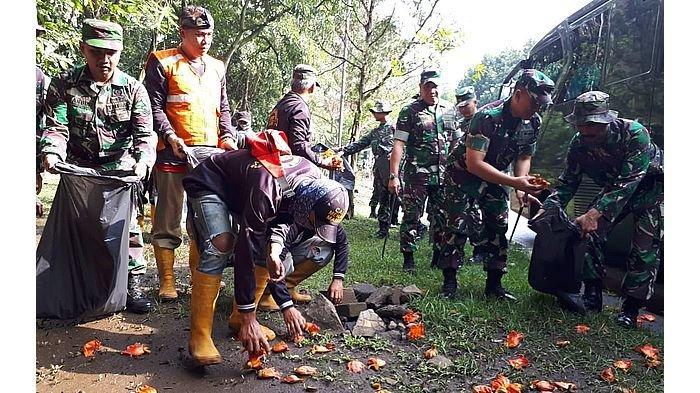 Hari Peduli Sampah Nasional, Jajaran Kodim 0618/BS Gelar Upacara dan Bersihkan Sampah di Tegalega