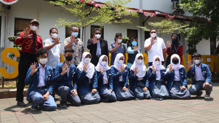 Komisi V DPRD Provinsi Jawa Barat meninjau pelaksanaan PTM terbatas di SMAN 1 Baleendah, Kabupaten Bandung.