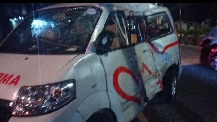 Ambulans Ringsek Setelah Tabrak Pohon dan Trotoar di Cianjur, Begini Kondisi Sopir