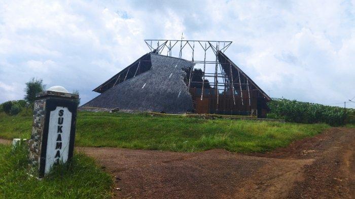 Dibiarkan Ambruk 3 Bulan, Seniman Tradisional Pertanyakan Perbaikan Geo Theater Rancakalong