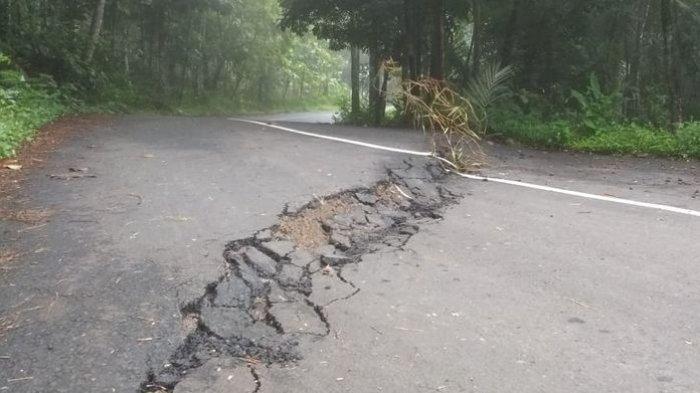 Jalur Cimaragas-Cidolog Ciamis Terancam Putus, Ada Tiga Titik Ambles di Blok Arit Raksabaya