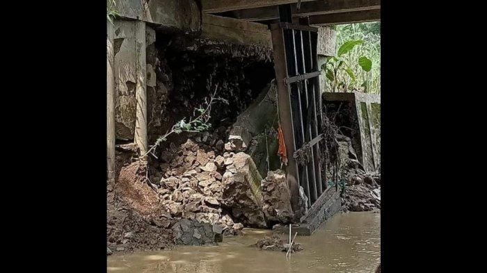 Kondisi Tiang Penyangga Jembatan di Indramayu Ini Mengkhawatirkan, Sering Dilewati Kendaraan Berat