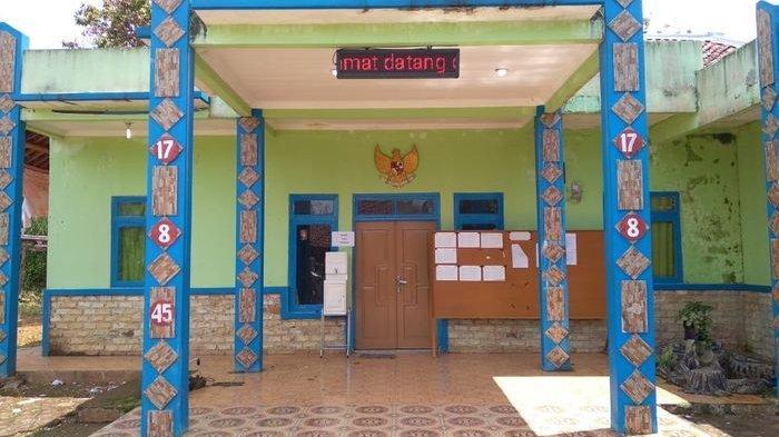 Semua Perangkatnya Diperiksa Inspektorat, Kantor Desa di Kabupaten Cianjur Tutup, Warga Kecewa