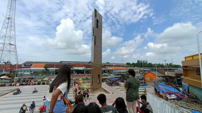 Dinding Menara RTH Jatibarang Indramayu 'Aplek-Aplekan' Tiap Hujan Deras, Pedagang Ketakutan