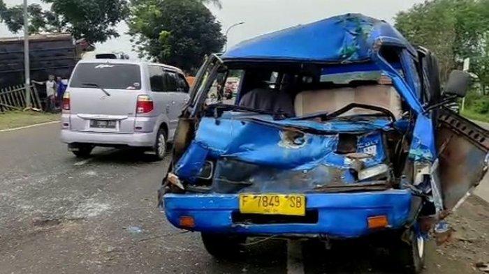 Kronologi Minibus Kecelakaan Tunggal di Warudoyong,Oleng Lalu Terbalik Setelah Tabrak Pembatas Jalan