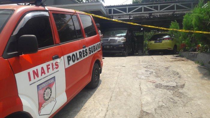 Kondisi rumah lokasi penemuan dua mayat perempuan di Dusun Ciseuti, Desa Jalan Cagak, Kecamatan Jalan Cagak, Kabupaten Subang sudah dipasangi garis polisi, Rabu (18/8/2021).