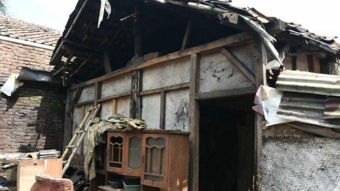 MEMPRIHATINKAN, Keluarga di Sumedang Tinggal di Rumah Reyot 30 Tahun, Didatangi Bupati Dony