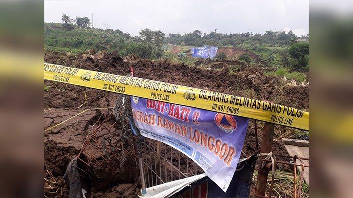 Pasang Police Line, Polisi Turut Selidiki Penyebab Pasti Longsor Tebing di Samping Tol Purbaleunyi