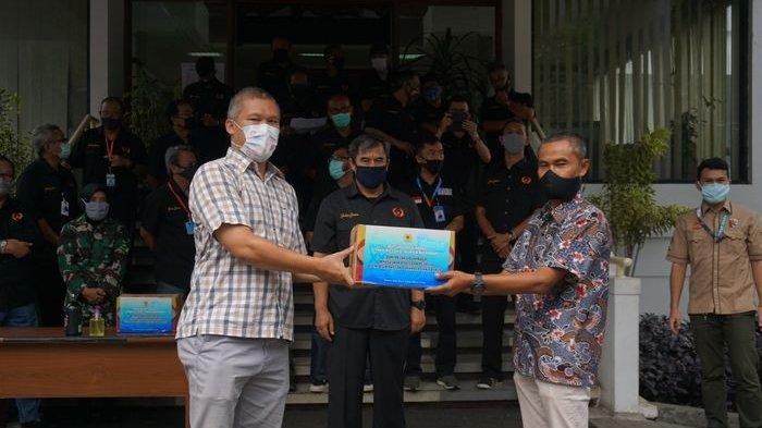 Atlet dan Pelatih Pelatda Jabar untuk PON XX/2021 Bagikan 2.000 Paket Sembako