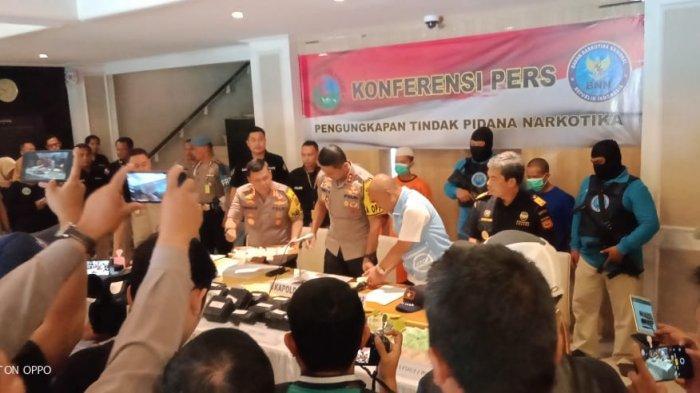 KRONOLOGI Kurir Narkoba Ditangkap di Tol Ciawi, Sabu dan Ekstasi Dikirim dari China Lewat Pelabuhan