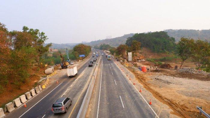 Kecelakaan Maut di Tol Cipularang, Truk Tronton Seruduk Truk yang Sedang Diganti Ban, Sopir Tewas