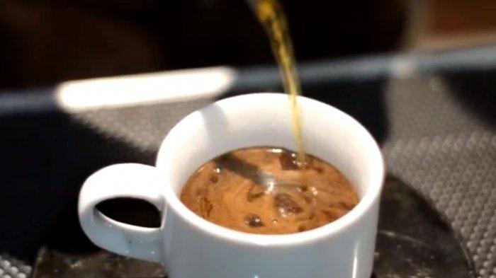 Di Pagi Hari Lebih Baik Minum Kopi atau Teh? Simak Penjelasan Ahli Mengenai Manfaat Dua Minuman Itu