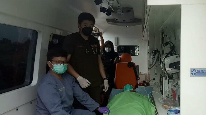 Proses penjemputan Kopka Ade oleh tim medis RSPA