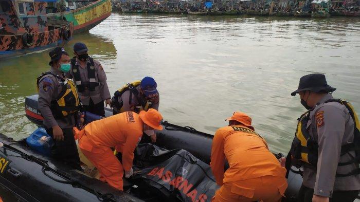 Jenazah seorang anak buah kapal (ABK) MV Barokah Jaya yang bertabrakan dengan MV Habco Pioneer ditemukan, Senin (5/4/2021).