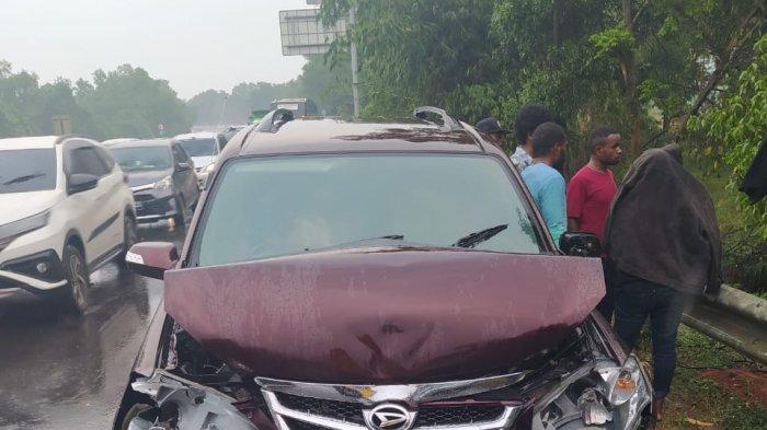Kendaraan yang terlibat kecelakaan di Km 77 Tol Cipularang, Minggu (13/9/2020).
