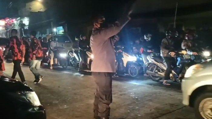 Akibat Bentrokan Antar Ormas, Arus Lalu Lintas Jalur Sukabumi-Bandung Padat Merayap