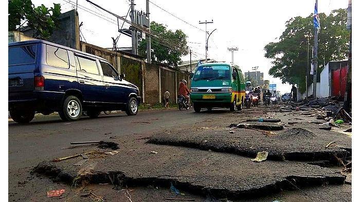 Lapisan Aspal Jalan Mahar Martanegara Kota Cimahi Terus Mengelupas, Kabid Bina Marga Komentar Begini