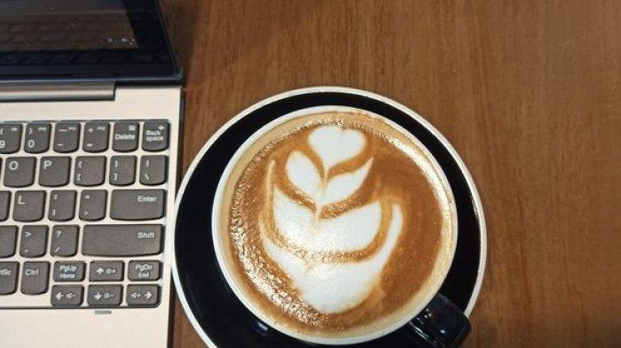 Asyiknya Bekerja Ditemani Secangkir Kopi, Begini Cara Membuat Latte Art yang Unik di Kopi Magma
