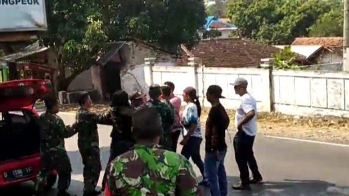 Seorang lelaki menyerang Koramil Pameungpeuk, Garut, Jawa Barat, Jumat (28/5/2021).