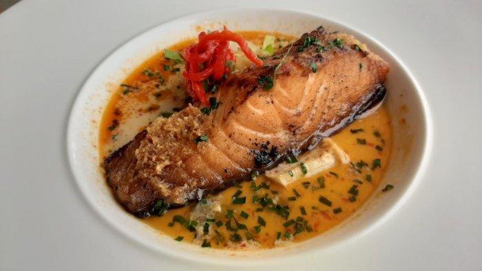 Saat Salmon Ketemu Lodeh, Lezat dan Gurihnya Salmon Lodeh di Oasis Bistro Cirebon
