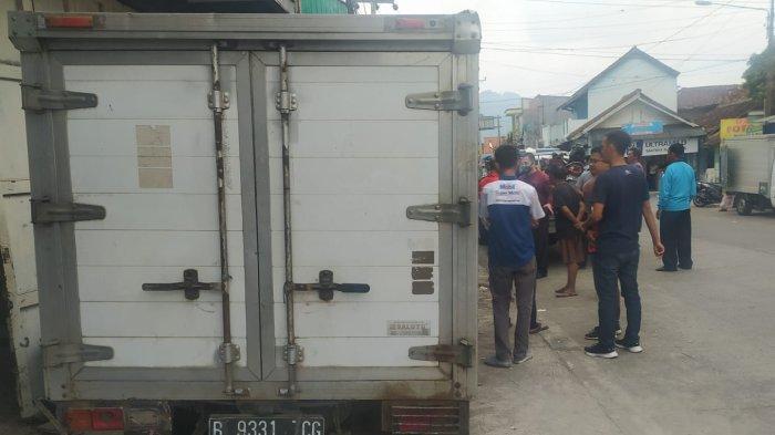Mobil Pikap Tiba-tiba Oleng Tabrak Lima Motor dan Dua Gerobak di Sukabumi, Ini Kronologinya