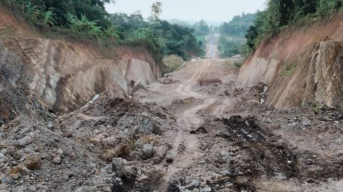 Progres pembangunan Jalan Lingkar Timur Kuningan yang memiliki panjang total sekitar 13,7 kilometer, Rabu (15/9/2021).