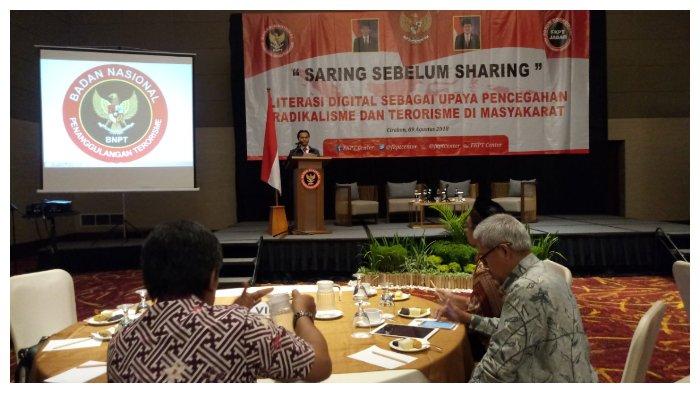 Saring Sebelum Sharing, Literasi Digital Penting Untuk Melawan Terorisme