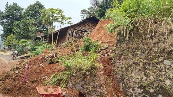 30 Rumah di Sukamantri Terdampak Pergerakan Tanah, Jalan ke Panawangan Tertimbun Longsor di 4 Lokasi