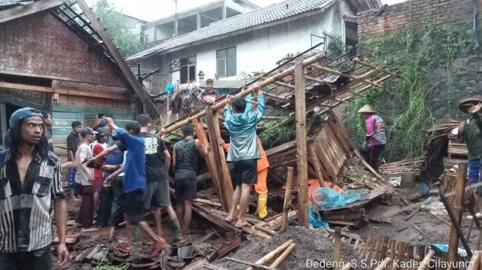 Longsor di Jatinangor Sumedang, Timpa Dua Bangunan, Pemilik Rumah Luka-luka