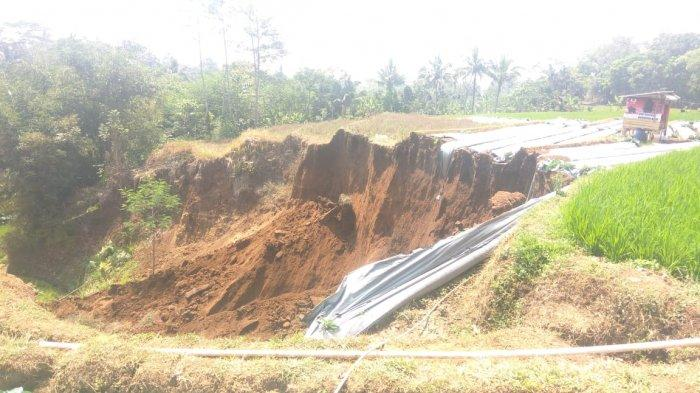 Longsor Tutup Akses Jalan di Sejumlah Wilayah di Garut, Dipicu Hujan Deras