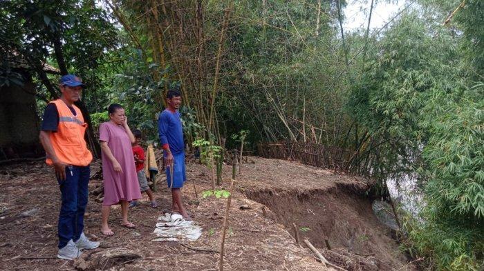 Ada Lagi Tanggul Sungai di Indramayu yang Longsor, Warga Ketakutan Bantaran Sungai Terus Tergerus