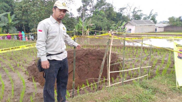 Lubang Sedalam 6 Meter Muncul di Persawahan Sukabumi, Berikut Fakta yang Terungkap