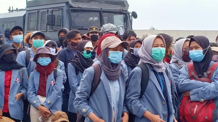 Para Mahasiswi Bandung Melawan Rasa Takut Demi Membela Rakyat, Punya Trik Jika Terjadi Bentrok