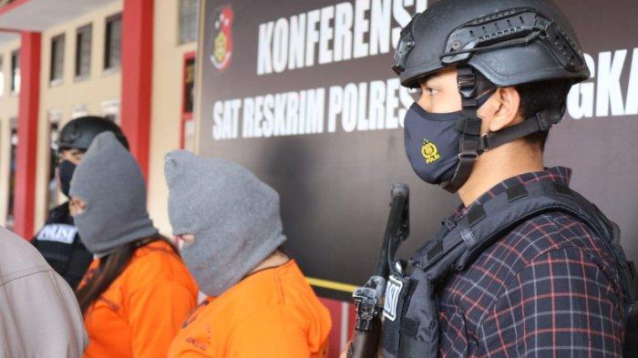 Polisi Tangkap Basah Dua Wanita Layani Pria Hidung Belang, 2 Gadis Jadi Tersangka Prostitusi Online