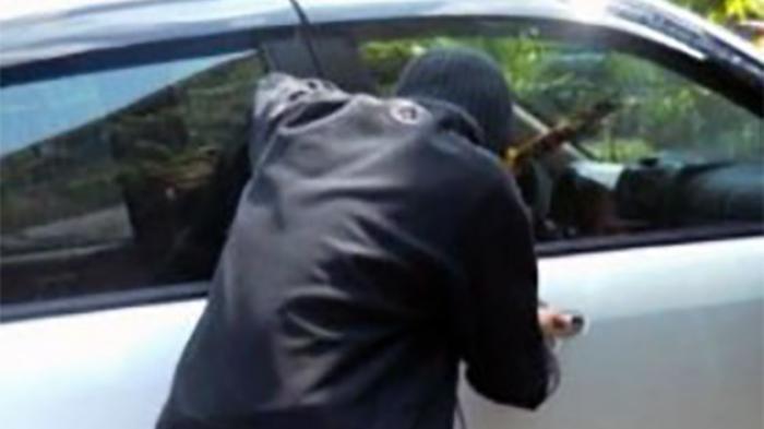 Pencuri Ini Lakukan Hal Tak Terduga Saat Temukan Anak yang Masih 4 Tahun di Mobil Curiannya