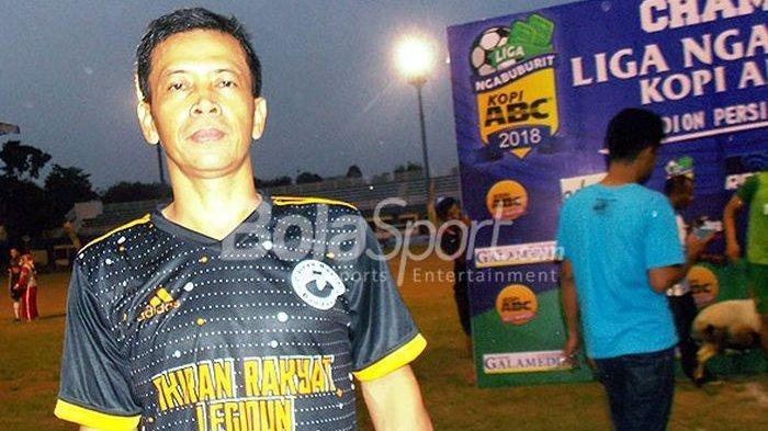Mantan Kapten Persib Bandung, Dadang Hidayat, usai mengikuti Liga Ngabuburit 2018 yang digelar di Stadion Persib, Minggu (10/6/2018).